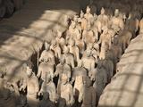 China, Shaanxi, Xi'An, the Terracotta Army Museum, Terracotta Warriors Fotografiskt tryck av Jane Sweeney