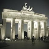 Puerta de Brandenburgo, Plaza de París, Berlín, Alemania Lámina fotográfica por Jon Arnold