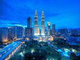 Petronas Towers and Klcc, Kuala Lumpur, Malaysia Fotografisk tryk af Jon Arnold