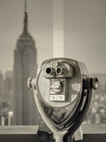 USA, New York, Manhattan, Midtown, Empire State Building from Top of the Rock, Rockefeller Center,  Fotografiskt tryck av Alan Copson