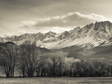 USA, California, Eastern Sierra Nevada Area, Bishop, Landscape of the Pleasant Valey Papier Photo par Walter Bibikow