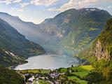 Norway, Western Fjords, Geiranger Fjord Fotografisk tryk af Shaun Egan