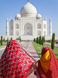 Taj Mahal, UNESCO World Heritage Site, Women in Colourful Saris, Agra, Uttar Pradesh State, India,  Papier Photo par Gavin Hellier