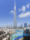 The Burj Khalifa, Completed in 2010, the Tallest Man Made Structure in the World, Dubai, Uae Fotografiskt tryck av Gavin Hellier