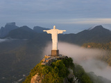 Statue of Jesus, known as Cristo Redentor (Christ the Redeemer), on Corcovado Mountain in Rio De Ja Photographie par Peter Adams
