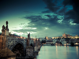 Czech Republic, Prague, Stare Mesto (Old Town), Charles Bridge, Hradcany Castle and St. Vitus Cathe Impressão fotográfica por Michele Falzone