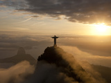 Statue of Jesus, known as Cristo Redentor (Christ the Redeemer), on Corcovado Mountain in Rio De Ja Fotografisk trykk av Peter Adams