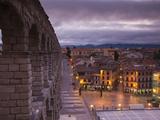 Spain, Castilla Y Leon Region, Segovia Province, Segovia, Town View over Plaza Azoguejo with El Acu Fotografisk tryk af Walter Bibikow