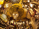 Lamps and Lanterns in Shop in the Grand Bazaar, Istanbul, Turkey Lámina fotográfica por Jon Arnold