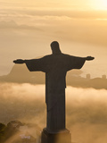 Statue of Jesus, known as Cristo Redentor (Christ the Redeemer), on Corcovado Mountain in Rio De Ja Fotografiskt tryck av Peter Adams