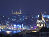 Galata Tower and Blue Mosque (Sultan Ahmet Camii), Sultanahmet, Istanbul, Turkey Fotografisk tryk af Jon Arnold
