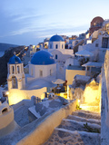 Dusk, Oia, Santorini, Cyclades Islands, Greece 写真プリント : ピーター・アダムス