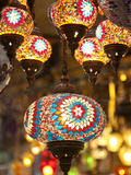 Lamps and Lanterns in Shop in the Grand Bazaar, Istanbul, Turkey Fotografie-Druck von Jon Arnold