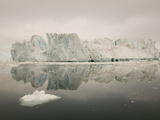 Icebergs, Greenland Reproduction photographique par Ashley Cooper