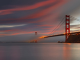 Fog over the Golden Gate Bridge at Sunset, San Francisco, California, USA Reproduction photographique par Patrick Smith