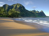 Haena Beach on Kauai, Hawaii, USA Is a Classic Vision of Paradise Photographie par Patrick Smith