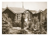 A Chalet in the Gardens, Lofthouse Park, Illustration from 'German Prisoners in Great Britain' Lámina giclée por  English Photographer