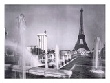 The Ornamental Lakes in Front of the Eiffel Tower, During the Paris International Exposition, 1937 Premium Giclee Print by  French Photographer