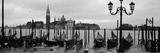 Gondolas with a Church in the Background, Church of San Giorgio Maggiore, San Giorgio Maggiore, ... Fotografisk tryk af Panoramic Images