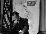 Robert McNamara Defense Reproduction photographique par William J. Smith