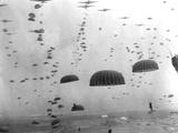 WWII Parachutes over Holland Fotografická reprodukce