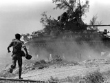Vietnam War Quang Tri Advance Photographic Print by Lo Hung