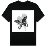 Greyscale Print of Butterfly on Flowers T-skjorte