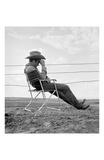 James Dean Seated Behind Fence Kunstdrucke von Frank Worth