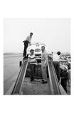 James Dean Standing with Porsche Affiches par Frank Worth