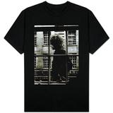 Der einzigartige Bob Dylan läuft an einem Schaufenster in London vorbei, 1966 T-Shirts