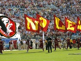 Florida State University - Team Flags Sprint across the Field Fotografisk tryk af Mike Olivella