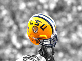 Louisiana State University - LSU Football Helmet Held High Fotografisk tryk