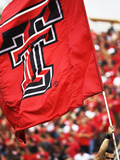 Texas Tech University - Red Raider Flag Flies on Game Day Fotografisk tryk af Michael Strong