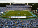 University of North Carolina - Tar Heel Nation Packs Kenan on Game Day Plakater af Rob Goldberg