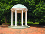 University of North Carolina - Campus Centerpiece - the Old Well at UNC Foto