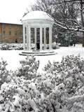 University of North Carolina - The Old Well Encased in Snow at UNC Foto