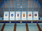 University of North Carolina - Dean Smith Center Championship Banner Wall Mural Fotografisk tryk