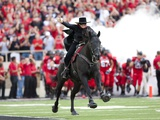 Texas Tech University - Texas Tech Tradition: the Masked Rider Fotografisk tryk af Michael Strong