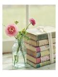 Blüten und Bücher Poster von Mandy Lynne