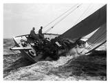 Un yacht lors d'une course, 1937 Affiche