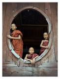 Young monks in window of their monastery Art par Scott Stulberg