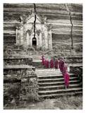 Walking up to Mingun Temple, Burma Affiche par Scott Stulberg