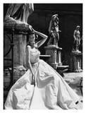 Vestito da sera, Colosseo, Roma 1952 Poster di Genevieve Naylor