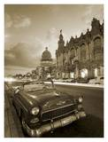 Vintage car on a Havana street Affiches par Angelo Cavalli