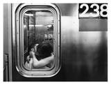 Kissing in a Subway Car Affiches par Matthew Alan
