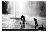 Fountain Play Fotografie-Druck von Evan Morris Cohen
