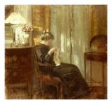 En kvinna syr i en interiör Planscher av Carl Holsoe