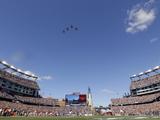 New England Patriots - Sept 16, 2012: Patriots Flyover at Gillette Stadium Photo av Stephan Savoia