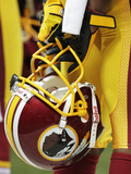 Washington Redskins - Sept 16, 2012: Washington Redskins Helmet Fotografisk trykk av Tom Gannam