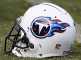 Tennessee Titans - Sept 2, 2010: Tennessee Titans Helmet Bilder av Dave Martin
